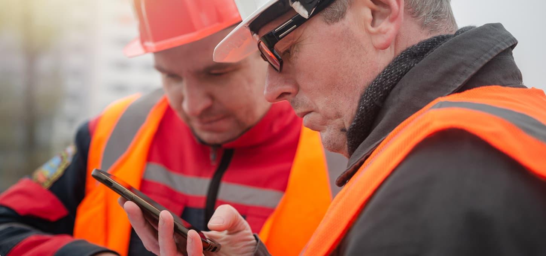 Prosjektleder bruker Team Kommunikasjon på mobil